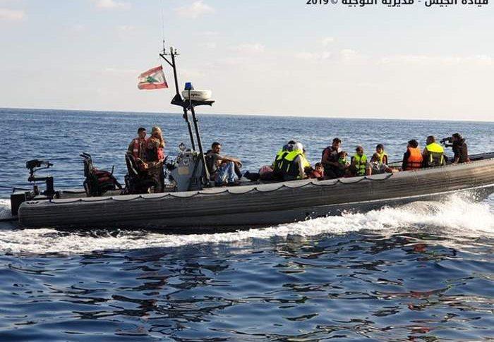 الجيش: اعتراض مركب أثناء محاولته مغادرة المياه الإقليمية بطريقة غير شرعية