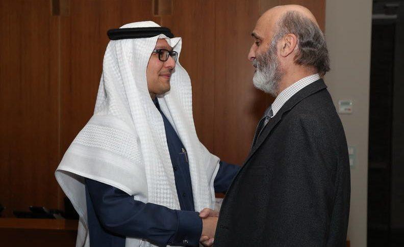 """السفير السعودي """"ممتعض"""" من الحريري وجعجع!"""