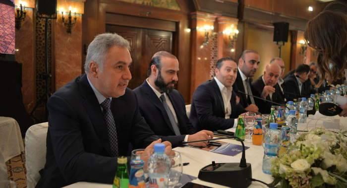 لمواجهة تراجع الليرة… رجال أعمال سوريون يضخون مئات ملايين الدولارات في الأسواق