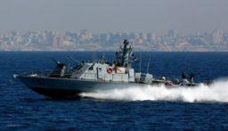 الجيش: زورق معاد خرق المياه الاقليمية والقى قنبلتين مضيئتين