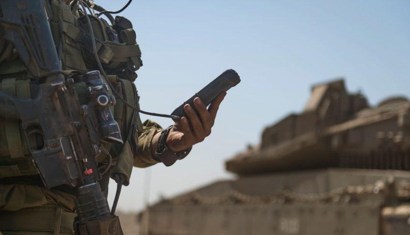 """فضيحة مدوية.. سرقة أكثر من 30 بندقية """"إم-16"""" إسرائيلية!"""