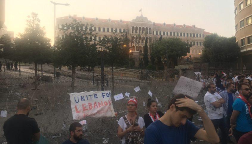مغادرة أعداد كبيرة من المتظاهرين ساحة رياض الصلح
