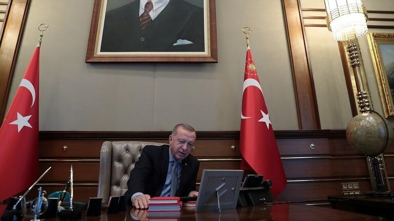 بالصور: لحظة إعطاء أردوغان أوامر إطلاق العملية العسكرية شمال سوريا