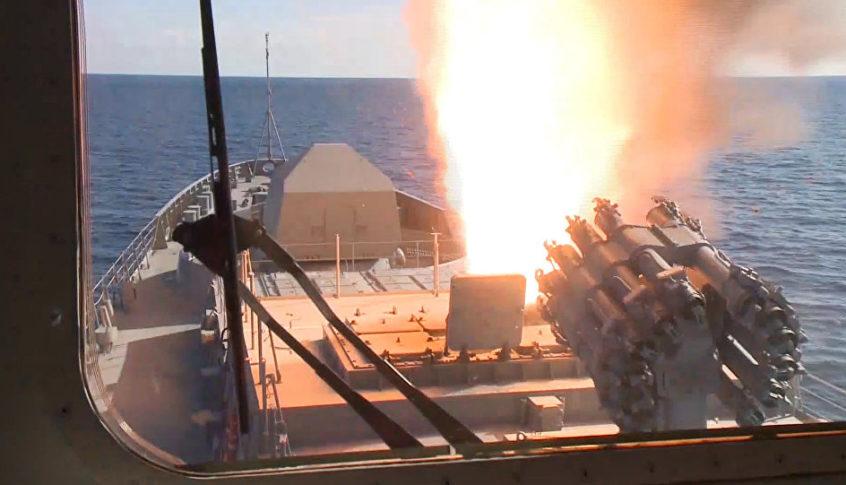 سفن حربية روسية تطلق صواريخ كاليبر المجنحة في البحر الأبيض المتوسط