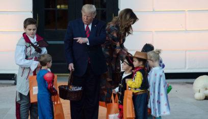 بالفيديو: طفل يغافل ترامب في عيد الهالوين ويأخذ هديته