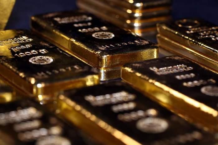 تراجع أسعار الذهب لأدنى مستوى في شهرين