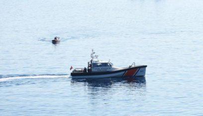 خفر السواحل التركية تنقذ 33 مهاجراً غير نظامي بعدما غرق مركبهم غربي تركيا