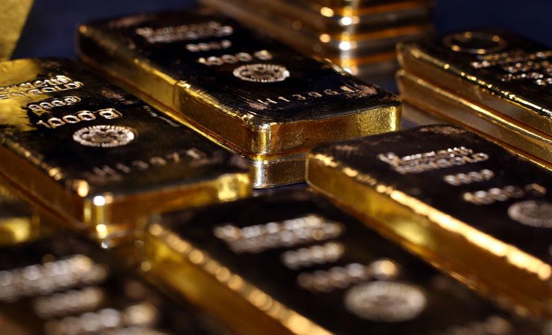 الذهب يحقق مكاسب اسبوعية وسط ضعف العملة الأميركية