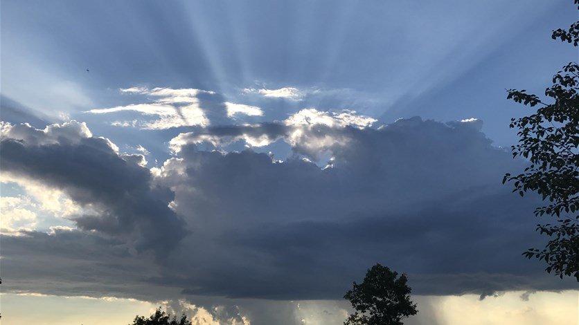 الطقس غداً غائم مع امطار متفرقة
