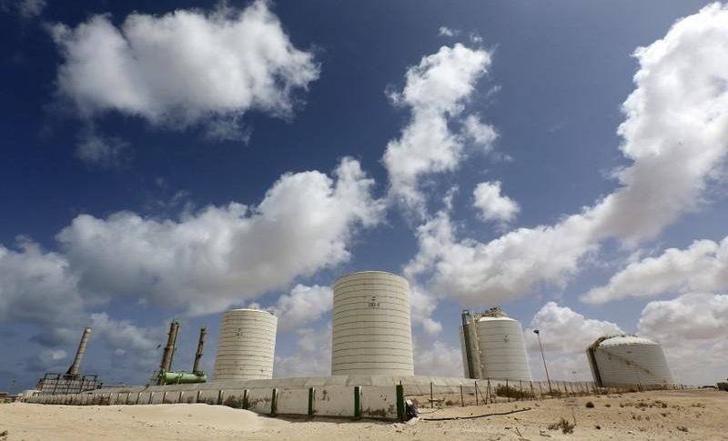 النفط ينخفض مع تبدد توقعات إبرام اتفاق تجاري بين الصين وأميركا