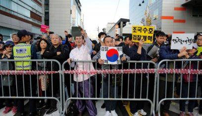 فضيحة تحيط بوزير العدل في كوريا الجنوبية تدفع الآلاف للتظاهر في الشوارع