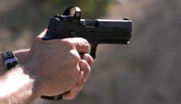بالفيديو: مسلحون يقتحمون مدرسة ويفتحون النار على الطلاب