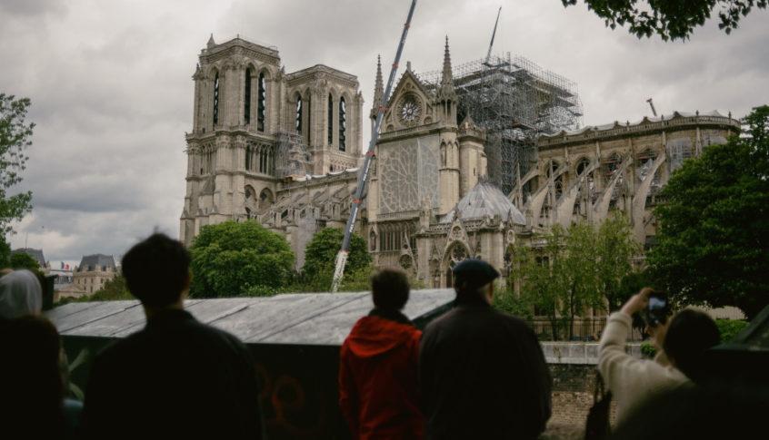 """حريق """"Notre-Dame"""" .. مسلسلاً قصيراً"""