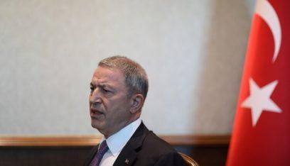 وزير الدفاع التركي: نتحاور مع روسيا بخصوص الوحدات الكردية شمال شرقي سوريا