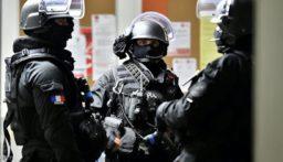 أ ف ب: القوى الأمنية الفرنسية تلقي القبض على رجل أفغاني يحمل سكيناً