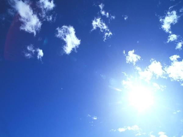 طقس الجمعة قليل الغيوم مع ارتفاع اضافي بالحرارة