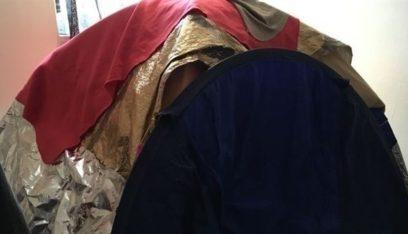 تعيش في خيمة هرباً من إشعاعات شبكة الهاتف