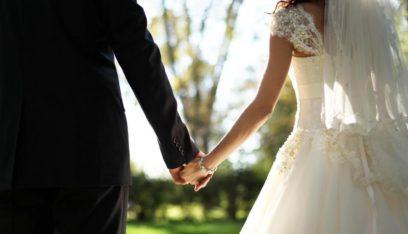 بالفيديو: معازيم يحولون حفل زفاف إلى ملعب لاستعراض مهارات كرة القدم