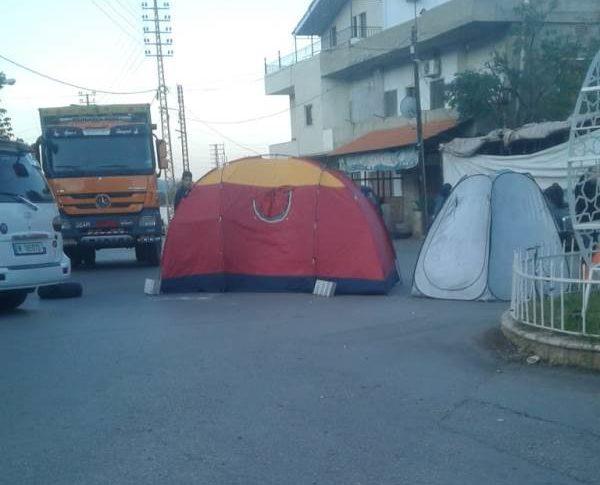 محتجون قطعوا طريق المنية-العبدة لبعض الوقت احتجاجا على الاوضاع الاقتصادية