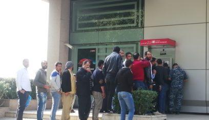 اشكال مع نازحين متواجدين امام الصراف الالي للبنك اللبناني الفرنسي في زحلة