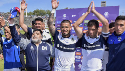 مارادونا يعود للتدريب من جديد بعد 48 ساعة من استقالته