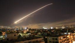 الإخبارية السورية :تصدي الدفاعات الجوية السورية لأهداف اسرائيلية في سماء دمشق