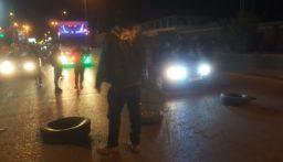 محتجون يقطعون اوتوستراد الجية باتجاه بيروت
