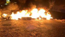 إقفال الطريق الدولية عند مفترق بلدة شويت