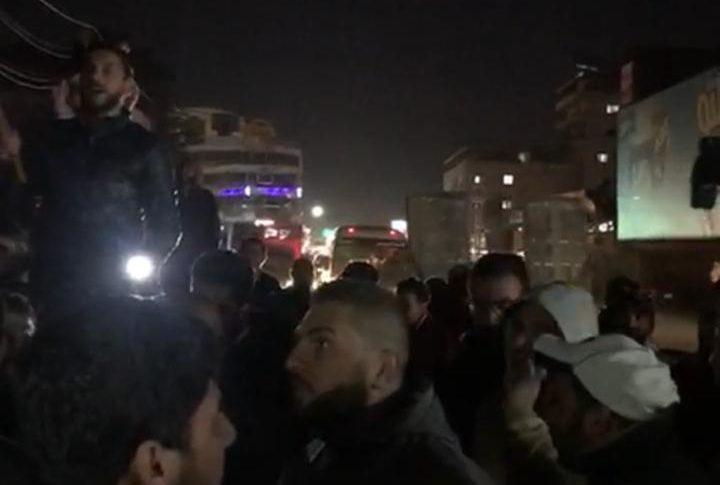 تظاهرة امام مخفر شتورا