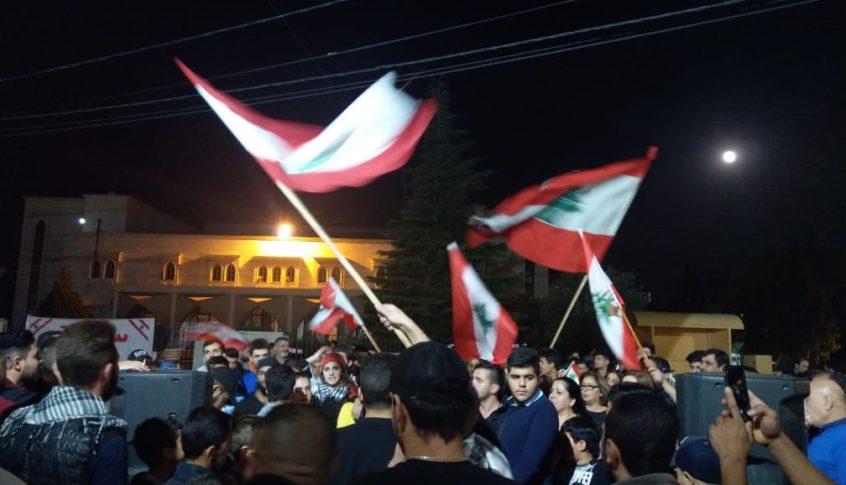 الحراك الشعبي في الهرمل ينظم تجمعا أمام سرايا الهرمل
