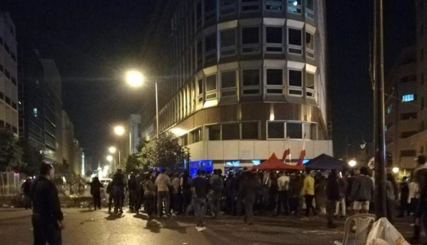 سقوط جرحى من المتظاهرين وتوقيفات في إشكال برياض الصلح