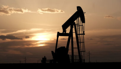 أسعار النفط تصعد بفضل بيانات صينية وتوتر في الخليج