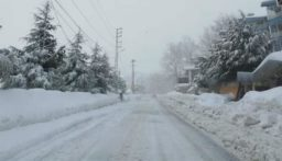 هذه الطرقات مقطوعة بسبب تراكم الثلوج