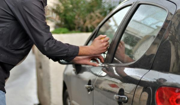 سرقة سيارة في صيدا