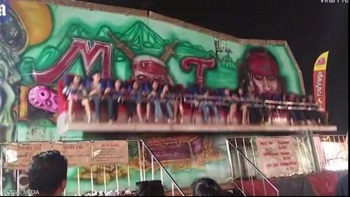 بالفيديو: لقطات مرعبة للعبة ملاهي تقذف 6 أشخاص في الهواء