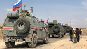 """بالفيديو: القوات الروسية تدخل لأول مرة """"عاصمة الخلافة"""" في سوريا"""