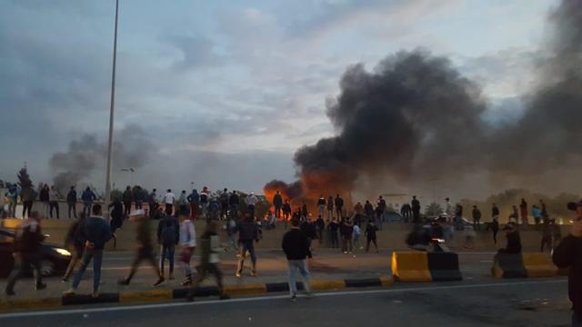 متظاهرون قطعوا الطرق المؤدية الى مستديرة المرج والجيش فرقهم
