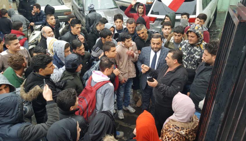 اعتصام طالبي امام بلدية فنيدق