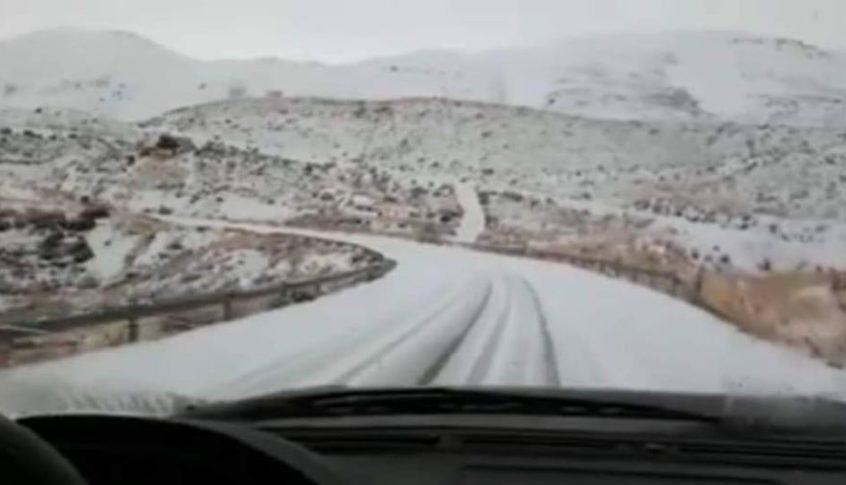 الثلوج قطعت طريق الضنية الهرمل ودعوات الى عدم سلوكها
