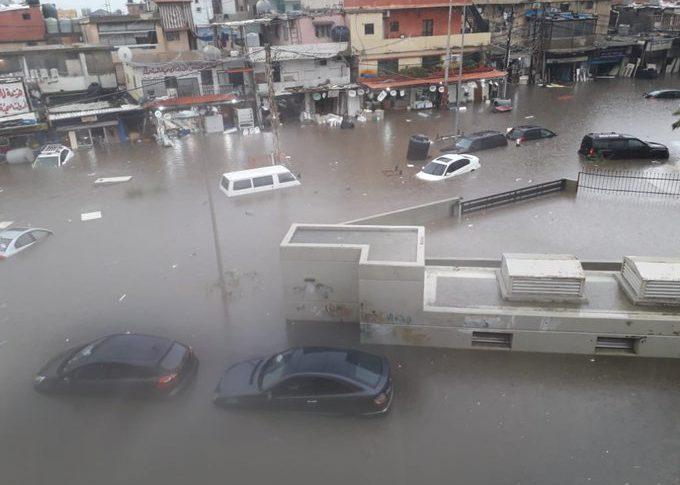 انتهاء عمليات الإنقاذ وإعادة فتح طرقات غمرتها المياه في الشويفات وخلدة وكفرشيما والشياح