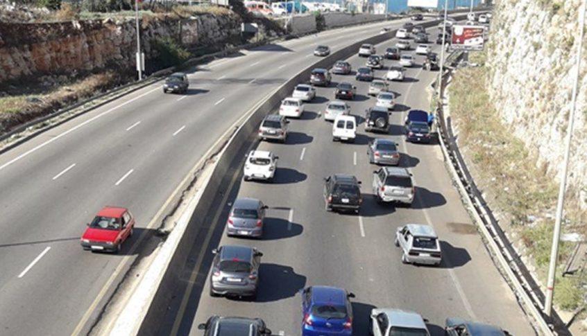 محتجون قطعوا المسلك الشرقي للأوتوستراد الدولي بين طرابلس وبيروت