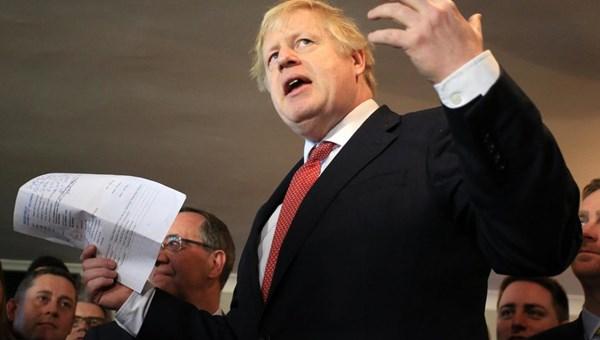 جونسون يدعو إلى الوحدة في مناطق انتزعها المحافظون من العماليين