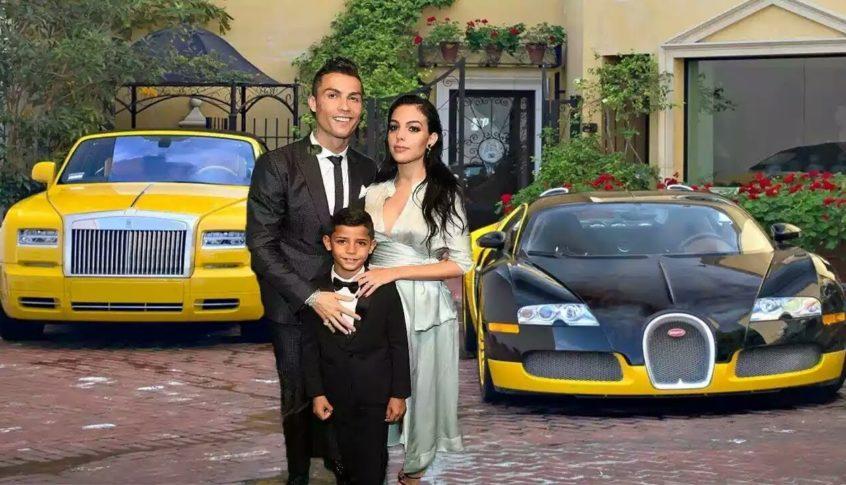 """جارة رونالدو: سيارات رياضية و""""صمت تام"""".. هكذا يعيش """"الدون""""!"""