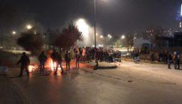 محتجون يقطعون اوتستراد زحلة وطريق تعلبايا بالاطارات المشتعلة