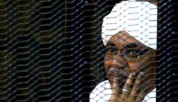 السودان.. نقل عمر البشير إلى مستشفى السلاح الطبي بأم درمان