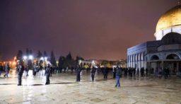 قوات العدو الاسرائيلي تقتحم المسجد الأقصى وتعتدي على المصلين