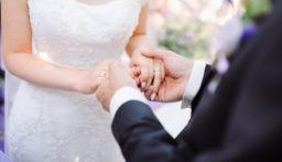 اقام حفل زفافه رغم اصابته بفيروس كورونا! (فيديو)