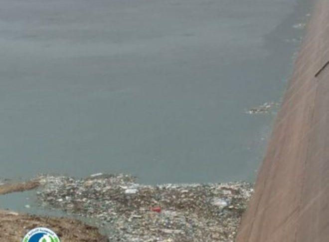 مصلحة الليطاني: أطنان من النفايات في بحيرة القرعون بسبب إهمال الجهات المعنية