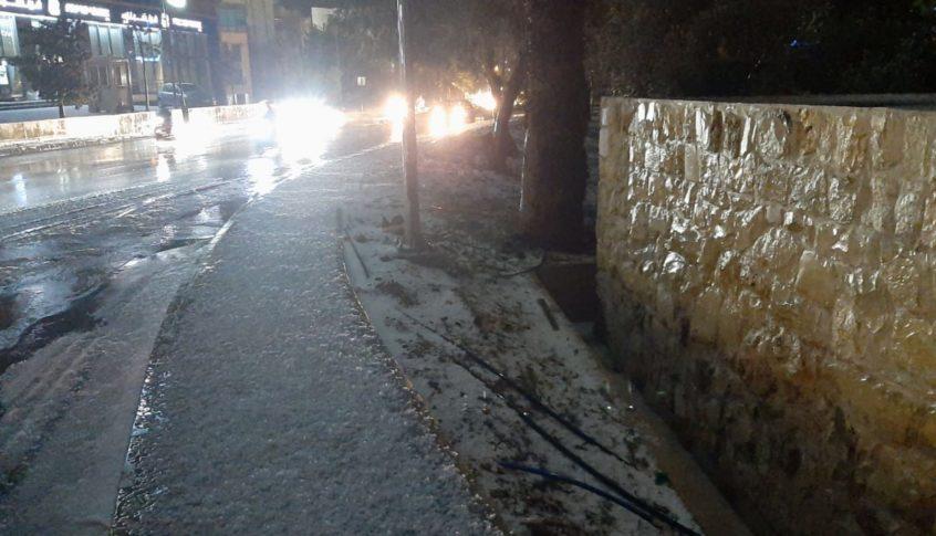 زحمة سير خانقة بسبب غزارة الأمطار على أوتوستراد جبيل