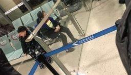 صينيان يتركان ولديهما في المطار بعد اشتباه إصابة أحدهما بكورونا